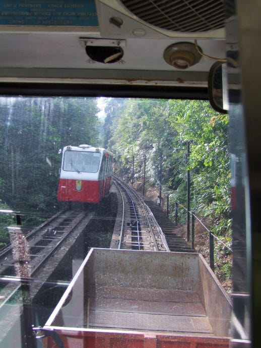 croisement funiculaires penang hill malaisie