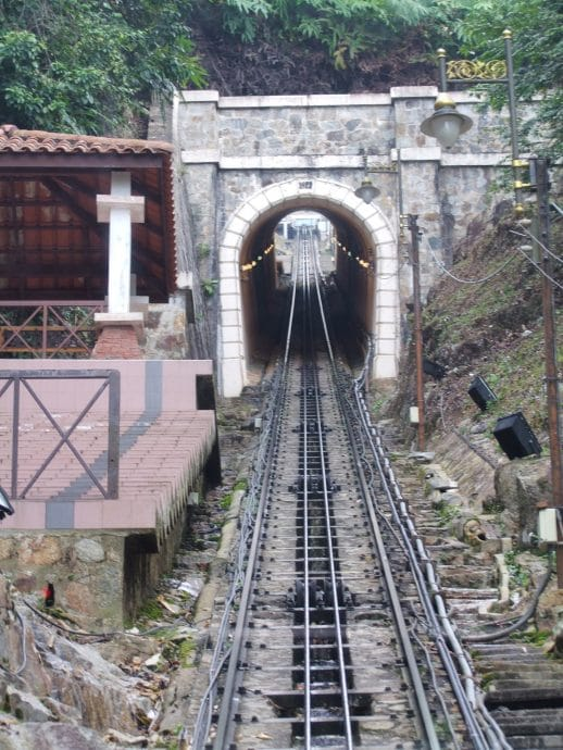 entree tunnel funiculaire penang hill malaisie