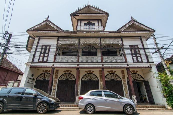 moung ngwe zin building talad gao lampang thailande