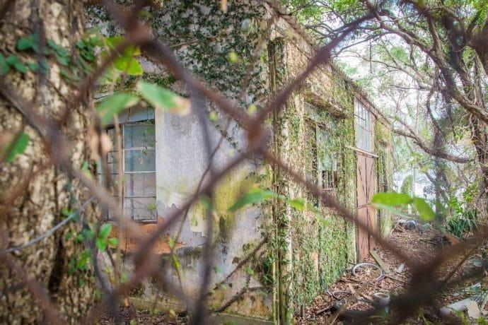 maison abandonnee village tai o - lantau island hong kong