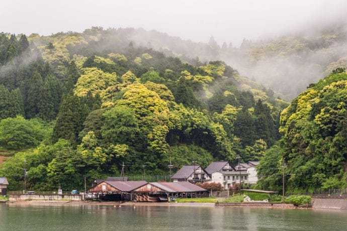 couleurs foret village ine - japon