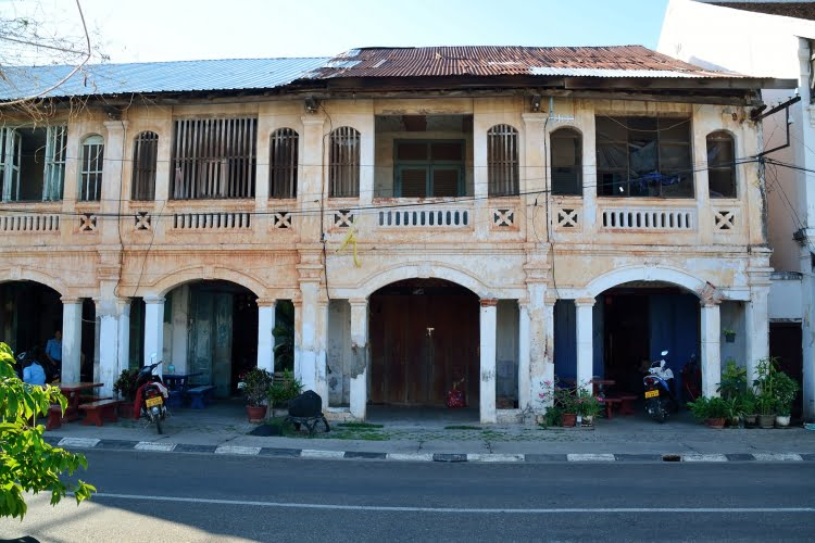 maison coloniale savannakhet laos