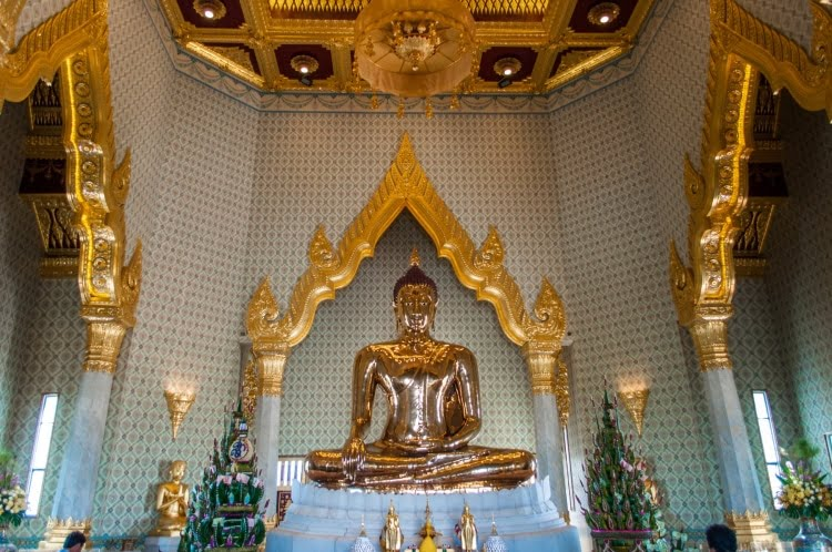 interieur wat traimit bouddha or bangkok
