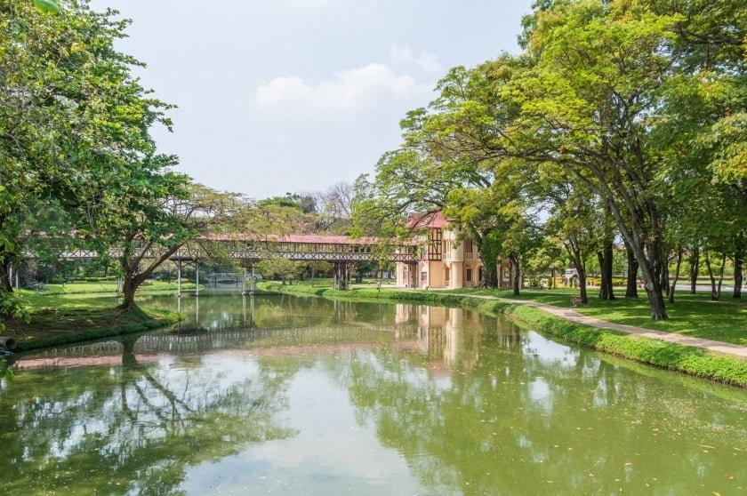 lac entourant palais sanam chan nakhon pathom